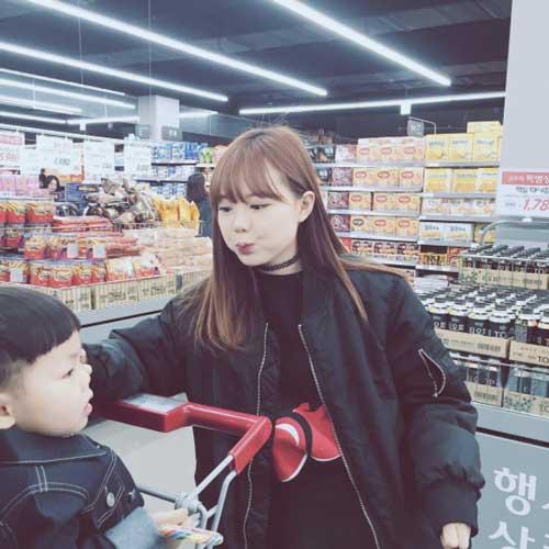 """Tưởng là  """"học sinh cấp 2"""" nhưng đây lại là bà mẹ 2 con nổi tiếng nhất Hàn Quốc-11"""
