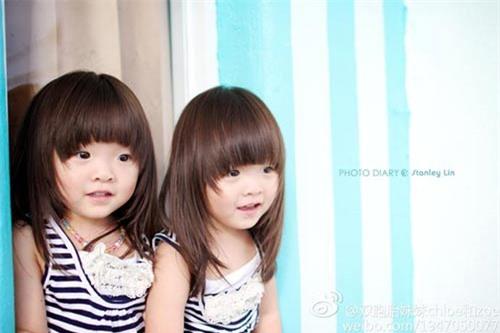 """Ngắm 3 cặp bé gái sinh đôi đẹp như thiên thần từng khiến dân mạng """"chao đảo"""" - 5"""