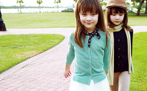 """Ngắm 3 cặp bé gái sinh đôi đẹp như thiên thần từng khiến dân mạng """"chao đảo"""" - 6"""