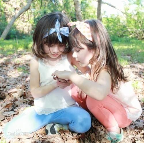 """Ngắm 3 cặp bé gái sinh đôi đẹp như thiên thần từng khiến dân mạng """"chao đảo"""" - 8"""