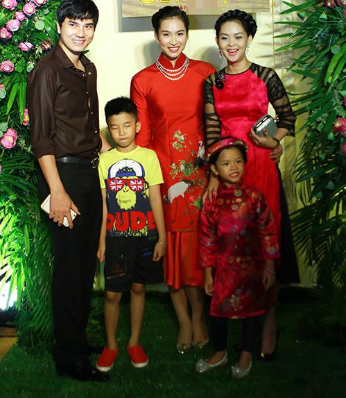 """vuong thu phuong khoe me tre dep trong lan """"tai xuat"""" - 6"""