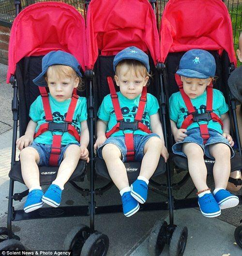 Phép màu kỳ diệu xảy ra với ca sinh 3 bé trai nặng chỉ 0,4kg - 6