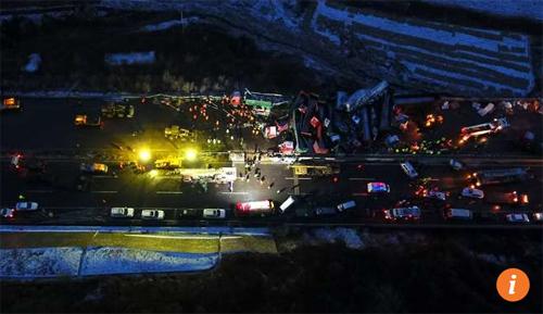 56 ô tô đâm nhau liên hoàn trên cao tốc, 17 người thiệt mạng-2