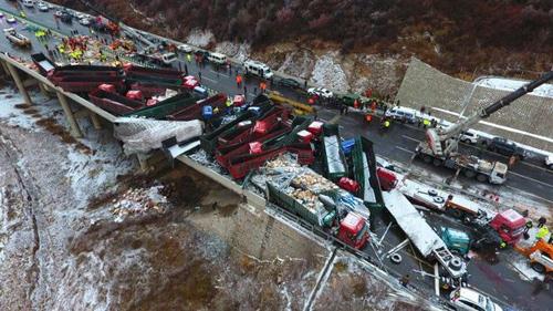 56 ô tô đâm nhau liên hoàn trên cao tốc, 17 người thiệt mạng-4