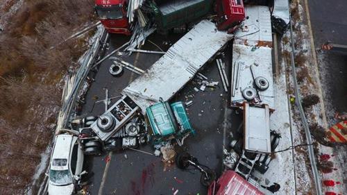 56 ô tô đâm nhau liên hoàn trên cao tốc, 17 người thiệt mạng-5