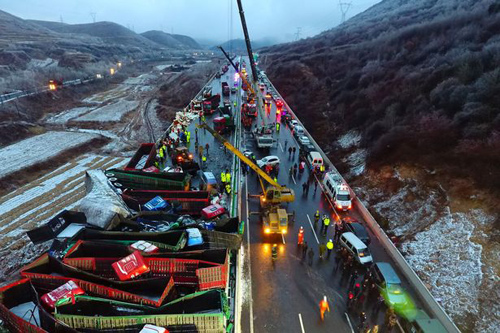 56 ô tô đâm nhau liên hoàn trên cao tốc, 17 người thiệt mạng-6