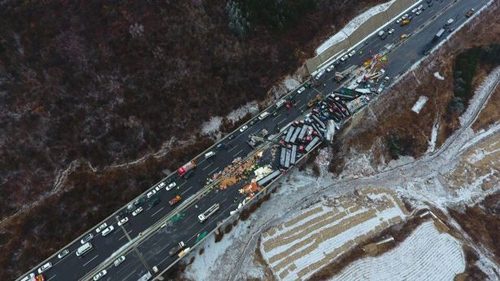 56 ô tô đâm nhau liên hoàn trên cao tốc, 17 người thiệt mạng-7