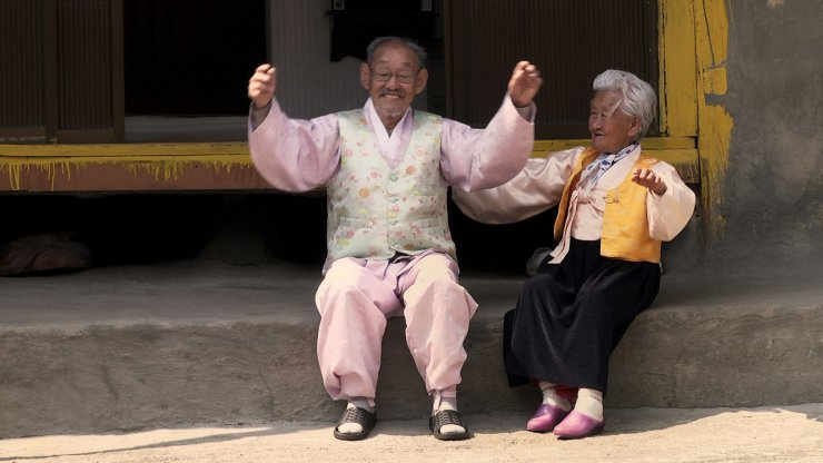 """cap doi yeu tu 14 tuoi cho toi khi gan 100: ai cung mo duoc nhu """"ong ba anh"""" - 9"""
