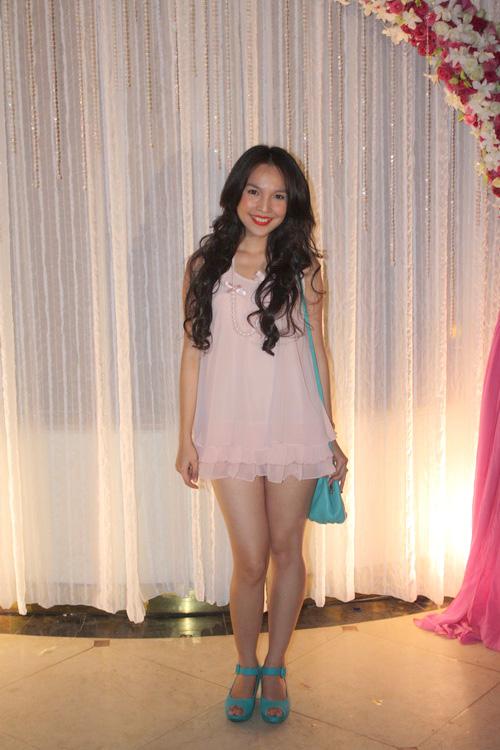 Mặc nổi bật hơn cả cô dâu, nhiều sao Việt bị chỉ trích vì chơi trội khi đi đám cưới - 18