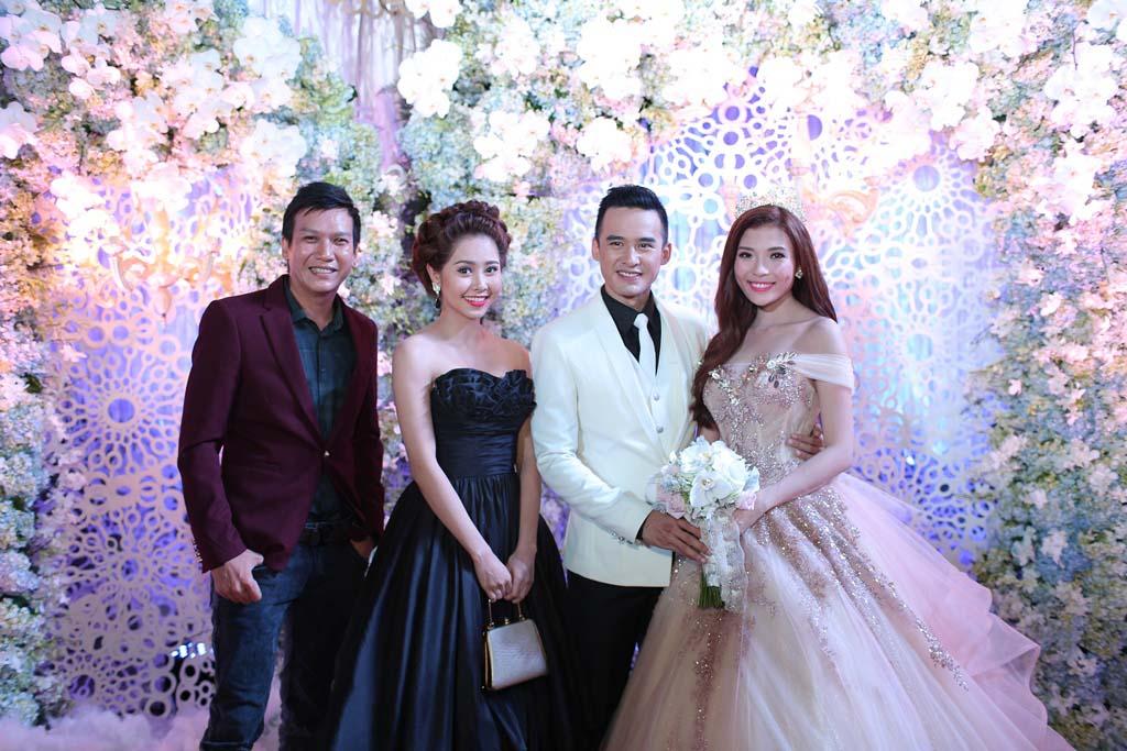 Mặc nổi bật hơn cả cô dâu, nhiều sao Việt bị chỉ trích vì chơi trội khi đi đám cưới - 2