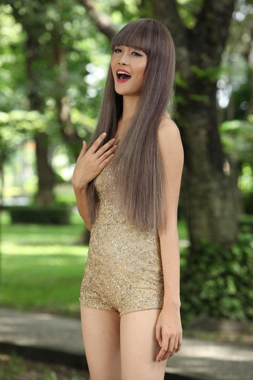 """Siêu mẫu Châu Á Trương Mỹ Nhân khoe thân hình bốc lửa khi vào vai thiếu nữ """"sống ảo"""" - 11"""