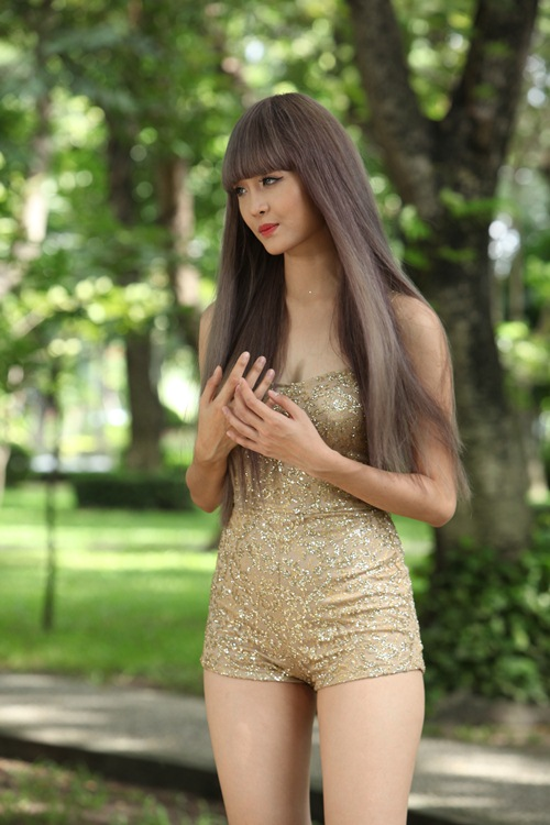 """Siêu mẫu Châu Á Trương Mỹ Nhân khoe thân hình bốc lửa khi vào vai thiếu nữ """"sống ảo"""" - 12"""