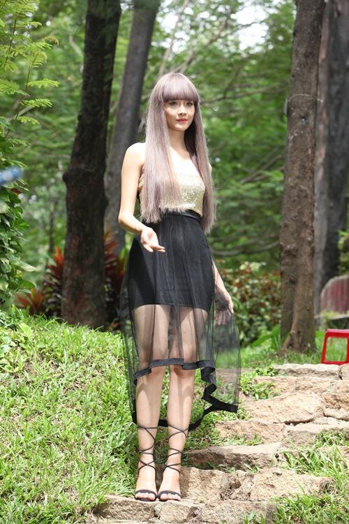"""Siêu mẫu Châu Á Trương Mỹ Nhân khoe thân hình bốc lửa khi vào vai thiếu nữ """"sống ảo"""" - 14"""