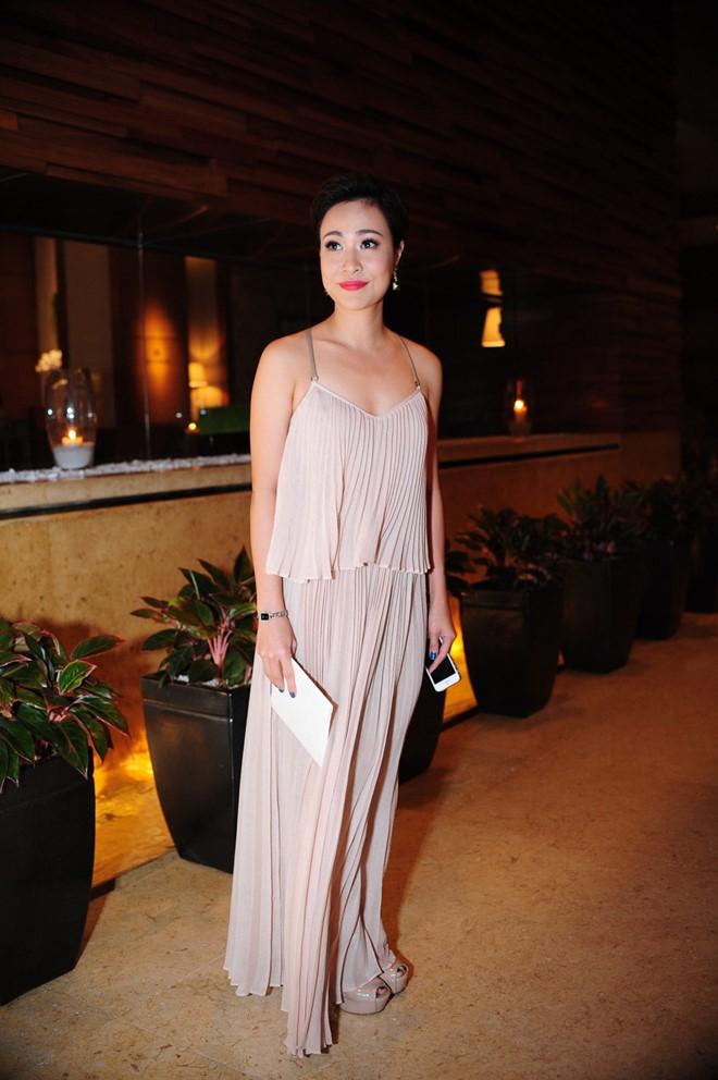Mặc nổi bật hơn cả cô dâu, nhiều sao Việt bị chỉ trích vì chơi trội khi đi đám cưới - 15