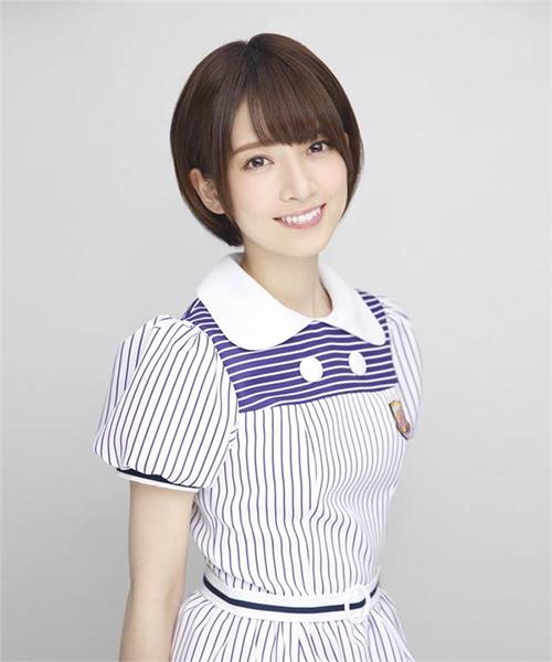 Lý do gì khiến đàn ông Nhật Bản xếp hàng dài 4km chỉ để bắt tay cô gái 9x này? - 1