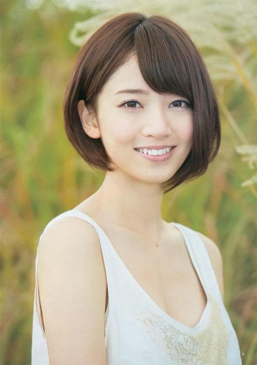 Lý do gì khiến đàn ông Nhật Bản xếp hàng dài 4km chỉ để bắt tay cô gái 9x này? - 2
