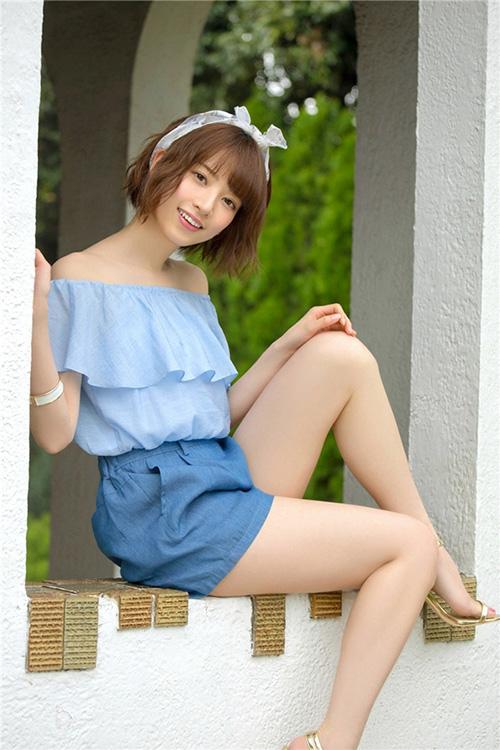 Lý do gì khiến đàn ông Nhật Bản xếp hàng dài 4km chỉ để bắt tay cô gái 9x này? - 3