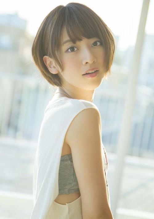 Lý do gì khiến đàn ông Nhật Bản xếp hàng dài 4km chỉ để bắt tay cô gái 9x này? - 5