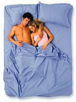 Không ai có thể giả tạo khi ngủ nên đây là tư thế của cặp vợ chồng hạnh phúc thực sự-6