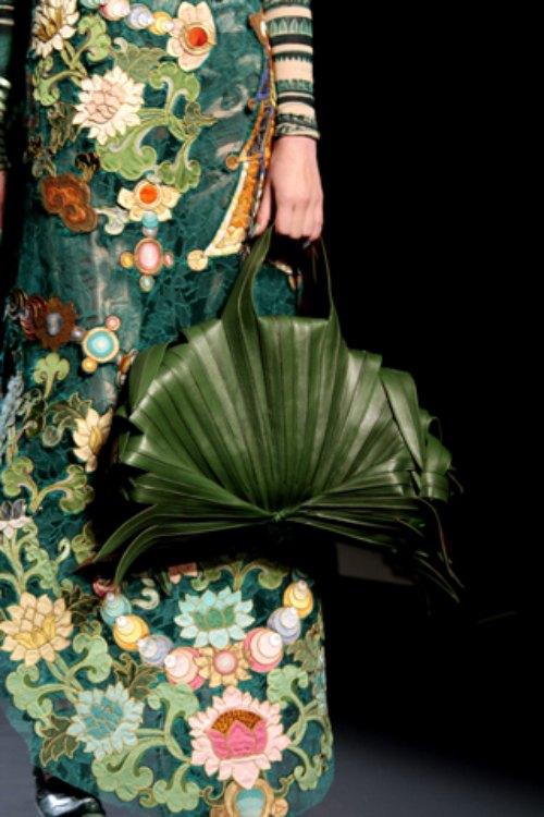 Chiếc túi lấy cảm hứng gói xôi lá chuối Việt Nam gây chấn động làng mốt - 6