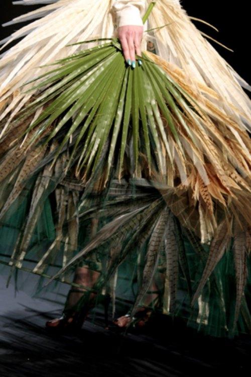 Chiếc túi lấy cảm hứng gói xôi lá chuối Việt Nam gây chấn động làng mốt - 7