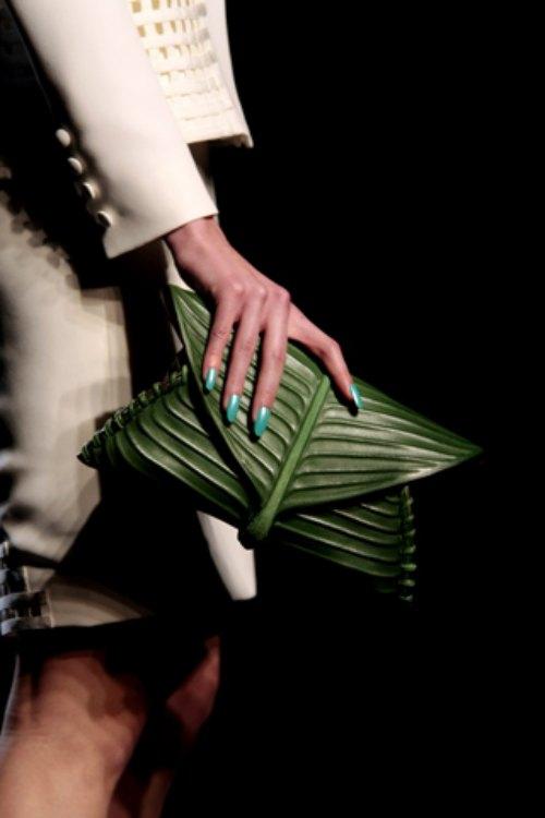 Chiếc túi lấy cảm hứng gói xôi lá chuối Việt Nam gây chấn động làng mốt - 3