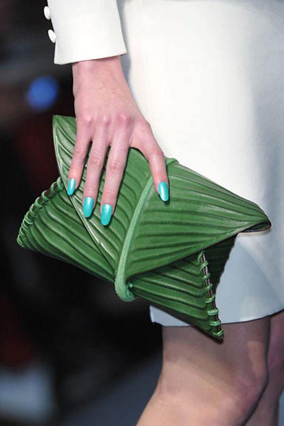 Chiếc túi lấy cảm hứng gói xôi lá chuối Việt Nam gây chấn động làng mốt - 2