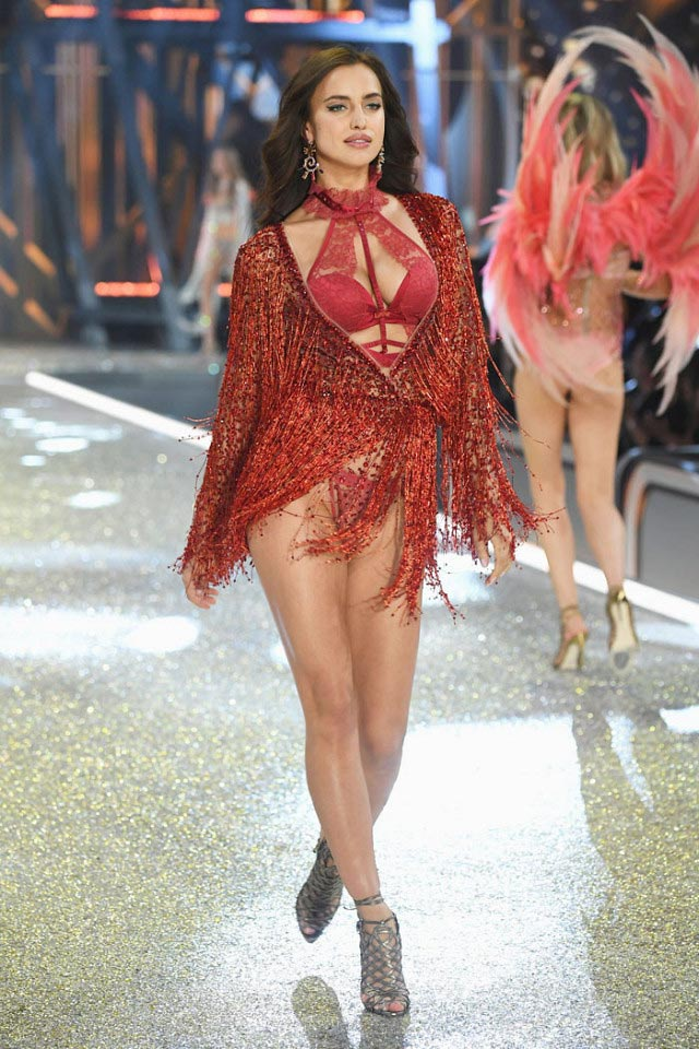"""Victoria's Secret Show 2016: """"Nổi da gà"""" vì sức nóng như núi lửa phun trào của dàn thiên thần nội y - 11"""