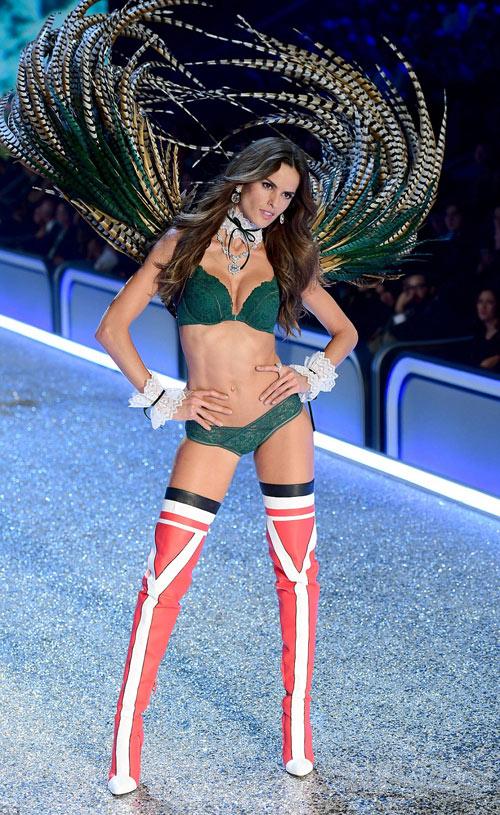 """Victoria's Secret Show 2016: """"Nổi da gà"""" vì sức nóng như núi lửa phun trào của dàn thiên thần nội y - 14"""