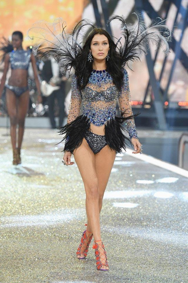 """Victoria's Secret Show 2016: """"Nổi da gà"""" vì sức nóng như núi lửa phun trào của dàn thiên thần nội y - 4"""