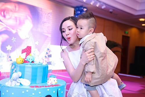 """Những bữa tiệc thôi nôi hoành tráng cỡ """"5 sao"""" của con sao Việt-12"""