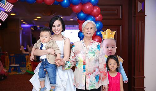 """Những bữa tiệc thôi nôi hoành tráng cỡ """"5 sao"""" của con sao Việt-13"""