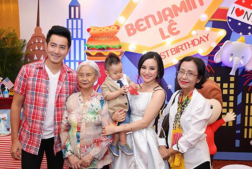 """Những bữa tiệc thôi nôi hoành tráng cỡ """"5 sao"""" của con sao Việt-14"""