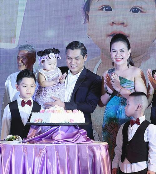 """Những bữa tiệc thôi nôi hoành tráng cỡ """"5 sao"""" của con sao Việt-2"""