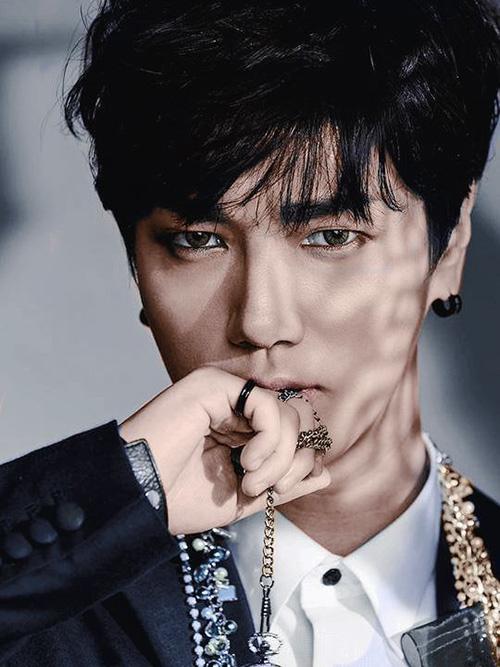 """Khó rời mắt khi """"bạn gái Sơn Tùng"""" sexy, nổi loạn trước thềm The Remix-14"""