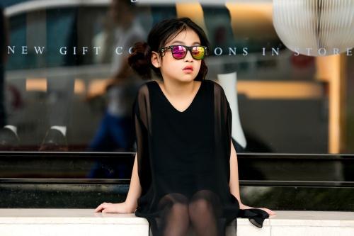 Thiên thần 7 tuổi Hà Nội đi đâu cũng sáng nhất phố vì mặc cực chất - 3