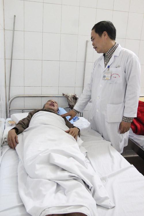 Vừa ngủ dậy người đàn ông đã bị liệt mặt, méo mồm vì lý do ít ai ngờ tới-1