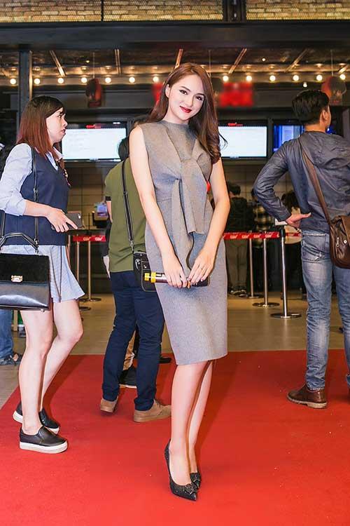 Angela Phương Trinh gây choáng khi đeo trang sức 2 tỷ đồng đi sự kiện ở Hà Nội-7
