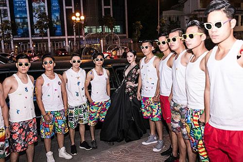 Angela Phương Trinh gây choáng khi đeo trang sức 2 tỷ đồng đi sự kiện ở Hà Nội-1