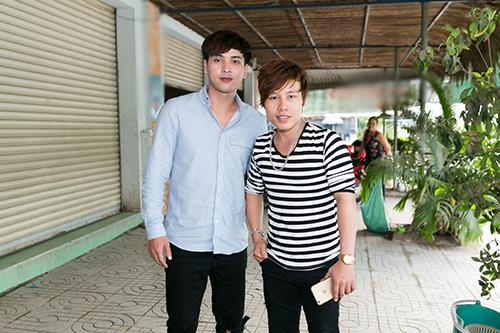 Hồ Quang Hiếu thích thú với chàng trai bán kẹo kéo có giọng hát giống mình-6