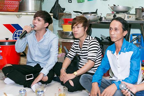 Hồ Quang Hiếu thích thú với chàng trai bán kẹo kéo có giọng hát giống mình-4
