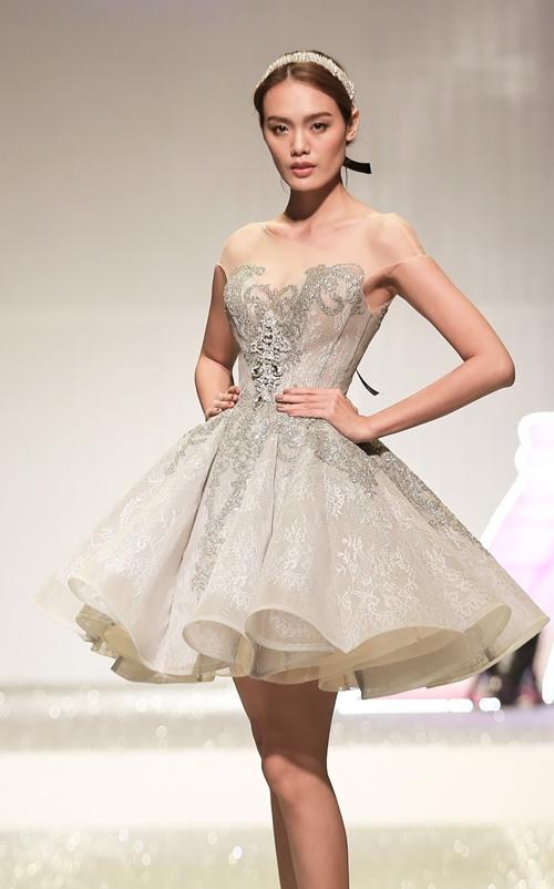 Khánh My lộng lẫy như công chúa, làm vedette trình diễn áo cưới - 5
