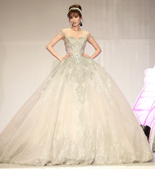 Khánh My lộng lẫy như công chúa, làm vedette trình diễn áo cưới - 3