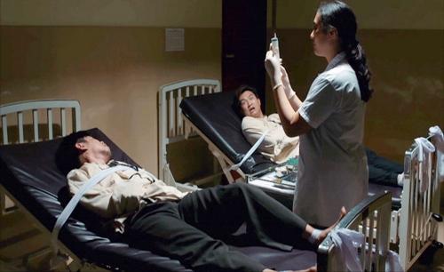 """""""Khi đàn ông là số 0"""": Thái Hòa cùng con nhập viện tâm thần ngay phút đầu tiên-2"""