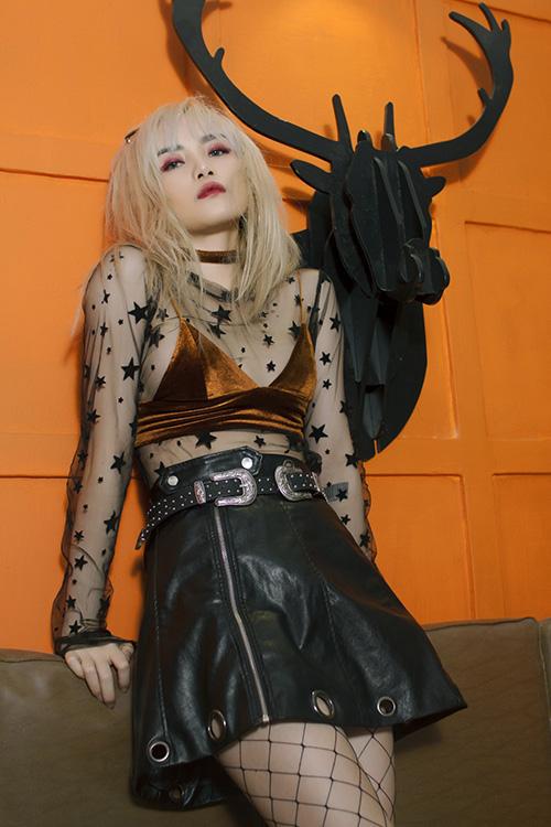 """Khó rời mắt khi """"bạn gái Sơn Tùng"""" sexy, nổi loạn trước thềm The Remix-3"""