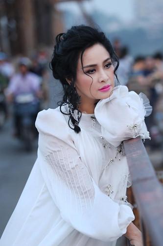 """Mạng xã hội """"nổi sóng"""" vì bộ ảnh Thanh Lam thả dáng trên cầu Long Biên - 3"""