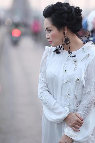 """Mạng xã hội """"nổi sóng"""" vì bộ ảnh Thanh Lam thả dáng trên cầu Long Biên - 4"""