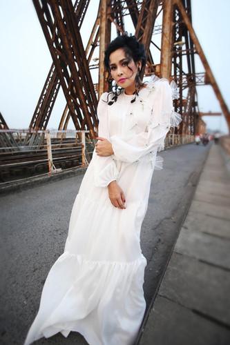 """Mạng xã hội """"nổi sóng"""" vì bộ ảnh Thanh Lam thả dáng trên cầu Long Biên - 5"""