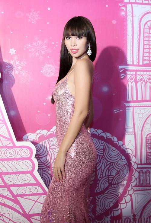 Sau kết hôn, siêu mẫu Hà Anh vẫn sexy không ngừng nghỉ-3