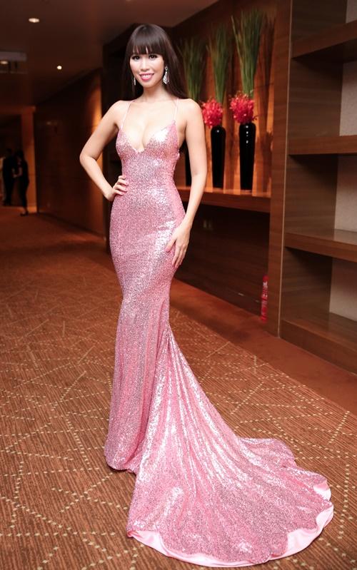 Sau kết hôn, siêu mẫu Hà Anh vẫn sexy không ngừng nghỉ-5